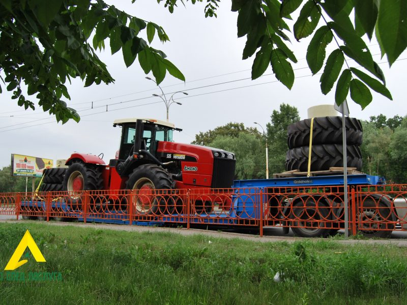 Перевозка негабарита: трактор Versatile